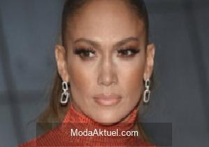 Jennifer Lopez çıplak pozlarını yayınladı